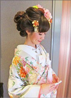 Kimono Japan, Japanese Kimono, Updo Styles, Hair Styles, Japanese Costume, Wedding Kimono, Japanese Wedding, Hair Arrange, Japanese Hairstyle