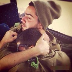 Injured young Israeli soldier comforted by buddy waiting 4 treatment - all Israelis serve men & women from 18yrs old! pic.twitter.com/lO6mvbNKd8