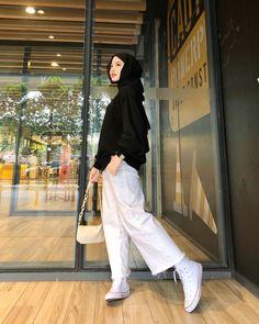Modest Fashion Hijab, Modern Hijab Fashion, Street Hijab Fashion, Hijab Fashion Inspiration, Hijab Fashion Summer, Ootd Fashion, Muslim Fashion, Fashion Outfits, Simple Girl Outfits