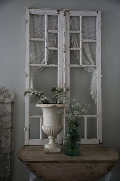 Shabby Chic home decor explanation number 7804729381 to get for a wonderfully smashing, rad room. Please press the pink shabby chic decor girly website right now for additional ideas. Entrée Shabby Chic, Shabby Chic Entryway, Muebles Shabby Chic, Vintage Shabby Chic, Shabby Chic Furniture, Entryway Decor, Old Window Frames, Window Frame Decor, Window Table