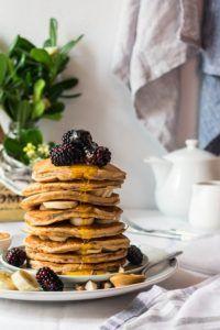 Υγιεινά Pancakes Μπανάνας – Let's Treat Ourselves Banana Pancakes, Treats, Let It Be, Breakfast, Healthy, Food, Sweet Like Candy, Breakfast Cafe, Essen