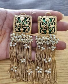 new designer earrings Indian Jewelry Earrings, Indian Jewelry Sets, Jewelry Design Earrings, Indian Wedding Jewelry, Antique Jewellery Designs, Fancy Jewellery, Stylish Jewelry, Luxury Jewelry, Silver Jewellery