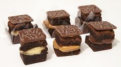 Brownie recheado  http://www.bazzah.com.br/brands/923ad971e733c97f1b6750b2