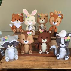 """271 curtidas, 5 comentários - Feltro Por Lu (@feltro.por.lu) no Instagram: """"Turma do bosque para meninas. Is bichinho a ficam entre 23 a 26cm (coelhinho). Orçamentos através…"""" Polymer Clay Projects, Clay Crafts, Felt Crafts, Woodland Baby, Woodland Theme, Serpentina, Baby Birthday Cakes, Baby Mobile, Cute Clay"""