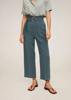 Discover the latest trends in women's trousers. Dressy, skinny, palazzo and baggy trousers, chinos and leggings. Mango Outlet, Outfit Jeans, Baggy Trousers, Trousers Women, Jeans Women, Lol, Stretch Pants, Elegant Outfit, Manga