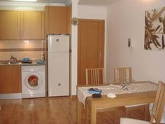 Apartamento Algarve Monte Gordo Located 400 metres from Monte Gordo Beach in Monte Gordo, this air-conditioned apartment features a barbecue. Apartamento Algarve boasts views of the sea and is 1.6 km from Cabeço Beach. Free WiFi is provided .