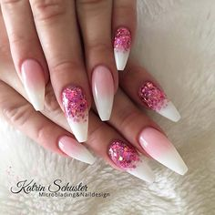 The advantage of the gel is that it allows you to enjoy your French manicure for a long time. There are four different ways to make a French manicure on gel nails. Cute Acrylic Nails, Cute Nails, Pretty Nails, My Nails, Pink White Nails, White Nail Art, White Ombre, Baby Pink Nails With Glitter, Nail Art Designs