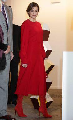 La reina Letizia apuesta todo al rojo para inaugurar ARCO