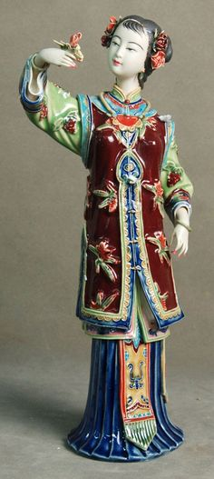 Figurines of intrigue. Shiwan Ceramic Figure. Artist: Lin Naihe