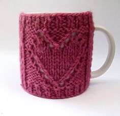I relish my morning cups of tea and coffee before the insanity of the work day begins; maybe you do too? Know what makes that coffee and tea even more enjoyable? Why, knitted tea cozy patterns, of course. Pair these pretty knitted tea and coffee cozy patterns (some are even FREE!) with your next tea time for plenty of joy!