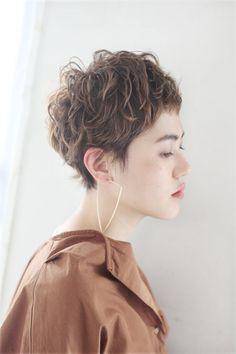 ボリュームのあるトップはラフ感UP Sasaki Ayumi | mod How To Curl Short Hair, Cute Hairstyles For Short Hair, Short Hair Cuts For Women, Curled Hairstyles, Short Hair Styles, Cute Hair Colors, Medium Short Hair, Salon Style, Hair Beauty