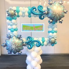 Frozen winter picture frame of balloons Christmas Signs, Christmas Snowman, Amazing Gardens, Beautiful Gardens, Frozen Balloons, Balloon Pictures, Balloon Decorations, Balloon Ideas, Diy Garden Decor