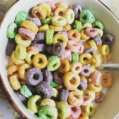 While people ask their NRI relatives for makeup and gadgets I ask for Fruit loops O:) #foodie #lovefood #straightfromcanada #lifeofmanpreet #finixpost #foodblogger #foodphotography #foodstargram