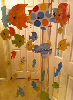 Fish decor – kids could help decorate by choosing their own paper and fish shape. Love to do an ocean theme to get them excited about our beach trip. After kids decorate hang them upstairs with an activity card behind each fish to complete till we leave f  | followpics.co