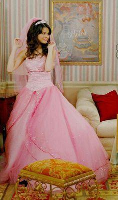 ... selena gomez on Pinterest | Selena gomez, Selena gomez hair and Selena