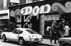 8 April A Triumph Spitfire parked outside Pop boutique. 14 Marvellous Photos Of Carnaby Street In The Swinging London, London Pubs, Old London, Vintage London, Beatles, Vietnam, Triumph Spitfire, Carnaby Street, E Type