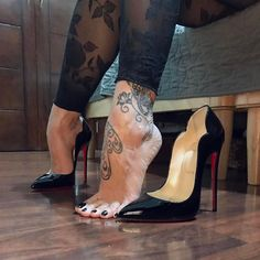 Maybe a bonus pic before bed time? take #2 from a different angle Good Night #christianlouboutin #Sunday #ToeDay #GoodNight #Post #Pic #LucyHeels #HotChick #130mm #Patent #Leather #Stiletto #HighHeels #HighArches #Feet #Toes #Tattoo #Tootsies #ToeNails #LoubouQueen #SexyFeet #SexyToes #Pedicure