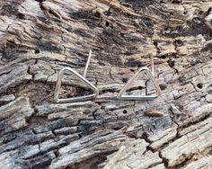 Dreieck Silber Ohrstecker. Geometrische Silber Ohrringe von Designvonmerrill auf Etsy