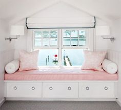 Built in window seat in a pink girl's room. White roman shade with gray trim. Love the storage under the built in bench - Futura Home Decorating Best Interior, Home Interior, Interior Design, Window Seat Storage, Window Seats, Built In Bench, Building For Kids, Big Girl Rooms, My New Room