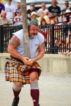 Ohio Scottish Games 2010 - Competing in the 'Caber Toss'! Scottish Highland Games, Scottish Highlands, Hammer Throw, Scotland Castles, Men In Kilts, Beautiful Park, Heartland, Tartan, Festivals