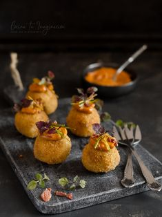 Fougas with scrapes - Clean Eating Snacks Wine Recipes, Indian Food Recipes, Gourmet Recipes, Gourmet Foods, Gourmet Appetizers, Appetizer Recipes, Food Plating Techniques, Food Decoration, Aesthetic Food