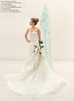 Modern art bride. Photography by www.deuxboheme.com Avant Garde bouquet.  Modern art Sculpture.  Art Museum wedding. Contemporary floral design, artistic bridal, minimalist wedding inspiration. Zac Posen wedding dress. Artstic veil headpiece.