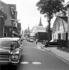 Herenstraat richting Kerkbrink. Begrafenisonderneming Van Vuren.