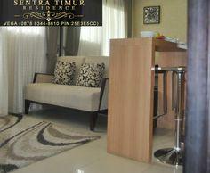 Jual Apartemen Murah Jakarta Timur. Contoh tampilan fully-furnished living room dari Apartemen Sentra Timur Residence dari sudut pandang kitchen set.  #sentratimur #apartemen #jual_apartemen #apartemen_murah #sentra_timur #sentra_timur_residence #desain #desain_interior #desain_minimalis #minimalis #kitchenset #living_room