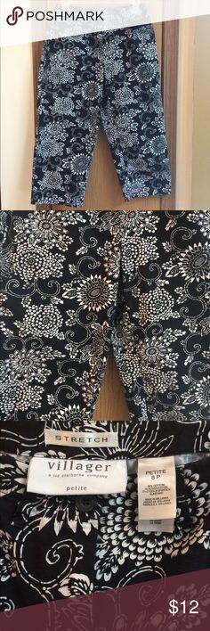 """Villager Stretch Capris Size 8 P Villager, a Liz Claiborne company, capri stretch pants size 8. Black and white floral print design. Approximate measurements: waist 28"""" length 29"""" Villager Pants Capris"""