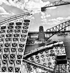 Sydney Opera House (under construction) and Harbour Bridge, by Max Dupain Australian Photography, Australian Art, Gaudi, Harbour Bridge, Architecture Organique, House Under Construction, Jorn Utzon, Melbourne, Australian Architecture
