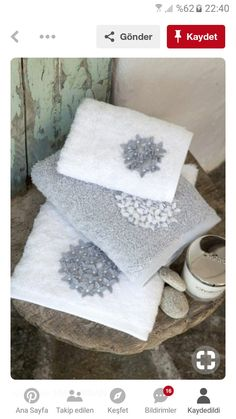 This Pin was discovered by Ber Potholder Patterns, Crochet Potholders, Crochet Patterns, Linen Towels, Hand Towels, Silk Ribbon Embroidery, Embroidery Stitches, Zen Bedroom Decor, Crochet Towel