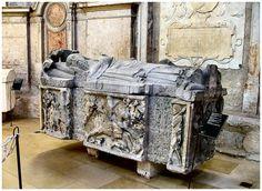 Gothic tomb of Fernão Sanches. by Vitória Castelo Santos