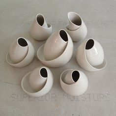 Inexpensive, elegant and versatile, pottery is a worthwhile addition to your home, and you should definitely consider getting some for your interior design project. Pottery is used to decorate diff… Ceramic Clay, Porcelain Ceramics, Ceramic Pottery, Pottery Art, Slab Pottery, China Porcelain, Thrown Pottery, Porcelain Doll, Pottery Studio
