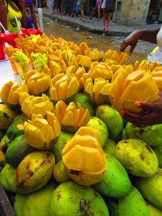 mango heaven at Cartagena, Colombia Fruit And Veg, Fruits And Vegetables, Mango Fruit, Colombian Food, Colombian Culture, Street Food Market, Colombia South America, Colombia Travel, Exotic Fruit