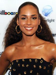Alicia Keys rocks her naturally beautiful hair!