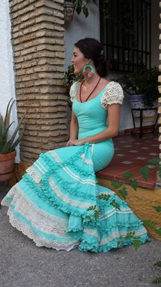 Am loving lace on flamenco dresses Flamenco Costume, Flamenco Skirt, Flamenco Dancers, Dance Costumes, Flamenco Dresses, Spanish Dance, Spanish Dress, Estilo Cowgirl, Spanish Fashion
