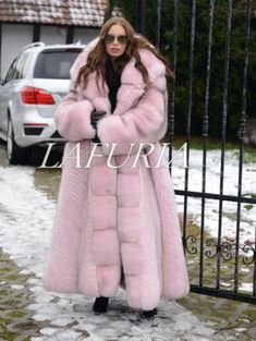 A Complete Guide to Choosing The Perfect Coat That Complements Your Taste This Season - Best Fashion Tips Long Fur Coat, Fur Coats, Lynx, Chinchilla, Fur Clothing, Stylish Coat, Crazy Outfits, Fur Fashion, Fox Fur