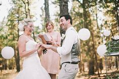Photo by: Jay Eads, Oregon wedding photographer  Shot on: Canon EOS 5D with Canon EF 50mm f/1.2  Camera info:ISO 200 f1.6 and 1/800th
