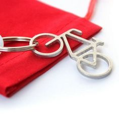 Vaderdag cadeau tip! Voor vaders die van fietsen houden. van gerecycled metaal gemaakt!