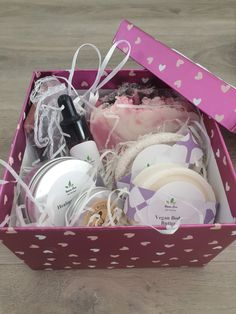 Relaxing Spa Box Handmade Cosmetics, In Cosmetics, Handmade Soaps, Hyaluronic Acid Cream, Anniversary Favors, Coconut Soap, Solid Shampoo, Cream For Dry Skin, Love Your Skin