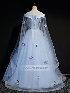Vintage and retro ball gowns for women and kids. Luxury debut gowns for debutante, handmade sweet 15 dresses and Quinceanera dresses. Long Sleeve Quinceanera Dresses, Floral Prom Dresses, Prom Dresses For Teens, Quince Dresses, Prom Dresses With Sleeves, Formal Dresses, Vintage Ball Gowns, Blue Ball Gowns, Ball Gowns Prom