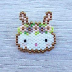 Broche lapin en perles miyuki tissage peyote. : Broche par mcreabijoux
