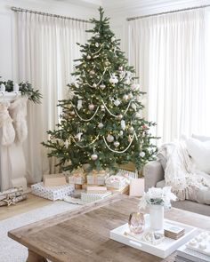 @JSLIFEANDSTYLE   Christmas tree White Christmas