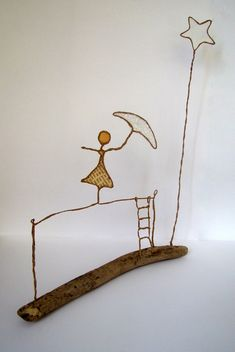 DSC01320 Wire Crafts, Diy And Crafts, Arts And Crafts, Sculptures Sur Fil, Wire Art Sculpture, Bronze Sculpture, Art Fil, Mobile Art, Stained Glass Patterns