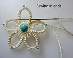 This green Celtic shuttle was acquired from Handy Hands Tatting. Tatting Earrings, Tatting Jewelry, Tatting Lace, Crochet Earrings, Needle Tatting Tutorial, Tutorial Crochet, Hand Embroidery Flower Designs, Needle Tatting Patterns, Lace Making