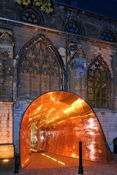 Wist je dat de entree van ons @kruisherenhotel is ontworpen door de Duitse lichtkunstenaar Ingo Maurer? #DesignHotels