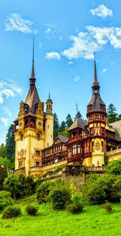 Peleș Castle is a Neo-Renaissance castle in the Carpathian Mountains, near Sinaia, Romania. Peles Castle has a sq ft plan with over 170 rooms, many with dedicated themes from world cultures. Beautiful Castles, Beautiful Buildings, Beautiful World, Beautiful Places, Most Beautiful, Chateau Medieval, Medieval Castle, Bulgaria, The Places Youll Go