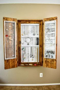 Storage Jewelry The Ultimate DIY Rustic Jewelry Cabinet - Attractive with lots of storage. - The Ultimate DIY Rustic Jewelry Cabinet will solve all your jewelry storage problems! It is not only attractive, but it has tons of storage! Diy Jewelry Cabinet, Jewelry Wall, Jewelry Hanger, Jewellery Storage, Jewellery Displays, Jewelry Box, Clean Gold Jewelry, Rustic Jewelry, Gold Jewellery