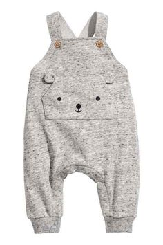 Cute grey bear face kids overalls H&M Bib Overalls (I will receive a … Cute grey bear face kids overalls H&M Bib Overalls (I will receive a small commission if you click this link) - Cute Adorable Baby Outfits Baby Outfits, Kids Outfits, Storing Baby Clothes, Cute Baby Clothes, Gender Neutral Baby Clothes, Little Boy Clothing, Baby Boy Summer Clothes, Kids Clothing, Newborn Baby Clothes