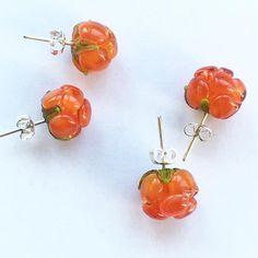 #lampwork #stud #earrings #berry #cloudberry #salmonberry #морошка #серьги #гвоздики #silver #petrovna